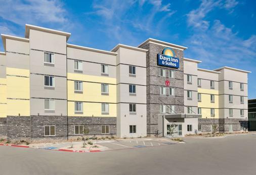 Days Inn & Suites by Wyndham Lubbock Medical Center - Lubbock - Rakennus