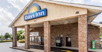 Days Inn by Wyndham Nashville North/Opryland Area - Nashville - Edificio
