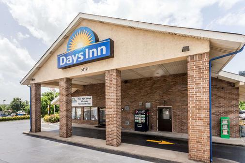 Days Inn by Wyndham Nashville N Opryland/Grand Ole Opry - Nashville - Building