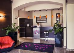 Boutique Hotel's I - Łódź - Front desk