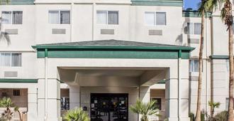 Comfort Suites Phoenix North - Phoenix - Building