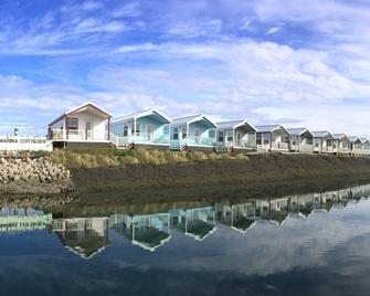 Westport Marina Cottages - Westport - Building