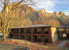 Best Western Plus Zion Canyon Inn & Suites - Springdale - Gebäude