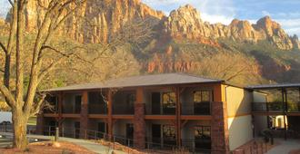 Best Western Plus Zion Canyon Inn & Suites - Springdale - Toà nhà