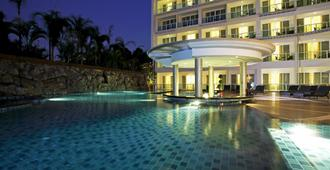 Centara Nova Hotel & Spa Pattaya - Pattaya - Svømmebasseng