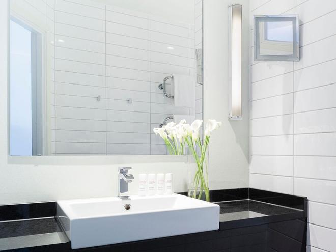 Radisson Blu Hotel, Malmo - Malmö - Bathroom