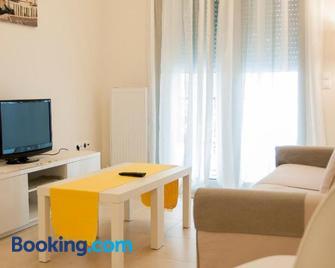 Cozy Bright Apartment - Palaió Fáliro - Living room