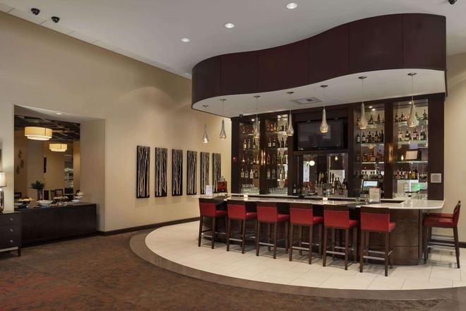 Embassy Suites by Hilton Savannah Airport - Savannah - Bar