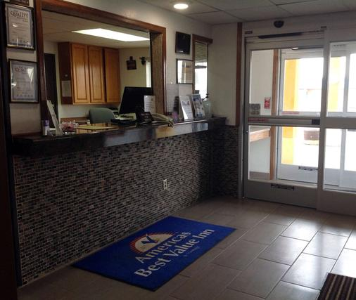 Americas Best Value Inn & Suites Sidney - Sidney - Front desk