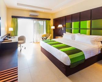 Best Western PREMIER Garden Hotel Entebbe - Ентеббе - Bedroom