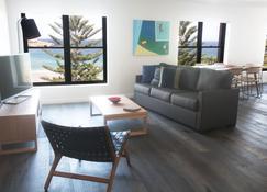 Bondi 38 Serviced Apartments - Sydney - Living room
