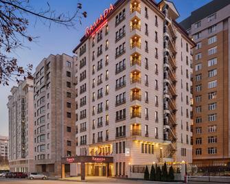 Ramada by Wyndham Bishkek Centre - Bishkek - Building