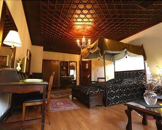 Otantik Club Hotel - Bursa - Oturma odası