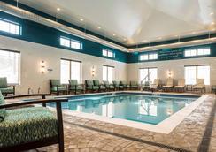 Best Western Plus Franciscan Square Inn & Suites Steubenville - Steubenville - Pool