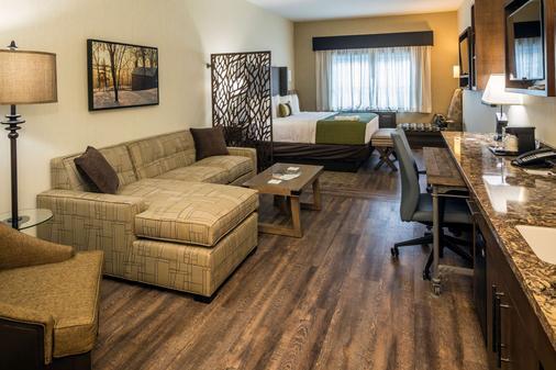 Best Western Plus Franciscan Square Inn & Suites Steubenville - Steubenville - Schlafzimmer