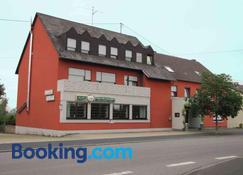 'Unter den Kastanien' - Philippsheim - Building
