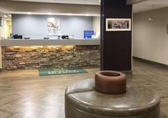Quality Inn & Suites University - Бун - Лобби