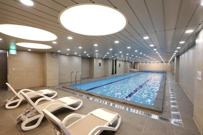 Value Hotel Worldwide Seogwipo Js - Seogwipo - Pool