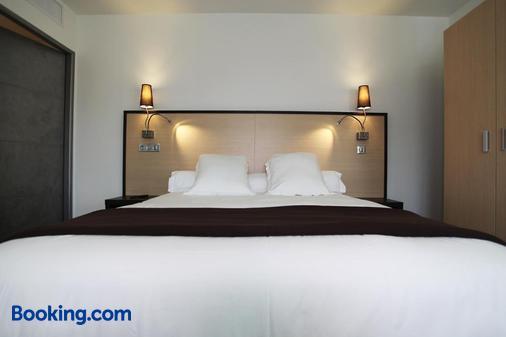 Hôtel Restaurant Les Pielettes - Le Rove - Bedroom