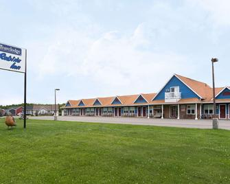 Travelodge by Wyndham Fredericton - Waasis - Building