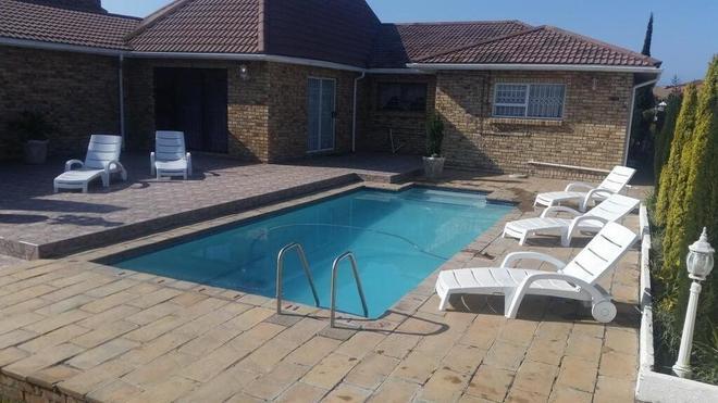 Ebenezer Guest House Bluewater Bay - Port Elizabeth - Pool