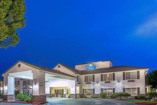 Days Inn & Suites by Wyndham Gresham - Gresham - Gebäude