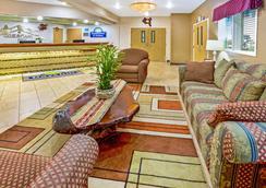Days Inn & Suites by Wyndham Gresham - Gresham - Lobby