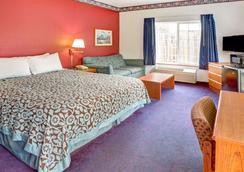Days Inn & Suites by Wyndham Gresham - Gresham - Schlafzimmer