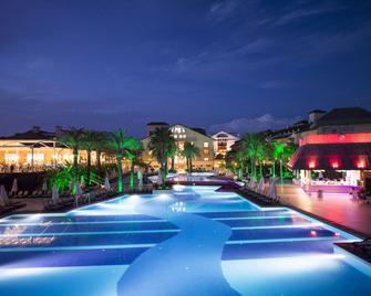 Alva Donna Exclusive Hotel & Spa - Boğazkent - Pool