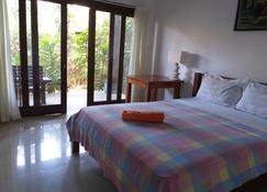 Bali Sari Homestay - Abang - Schlafzimmer