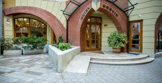 Corvin Hotel Budapest Sissi Wing - Budapest - Building