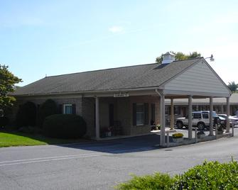 Country Squire Motor Inn - New Holland - Building