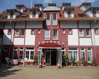 Cross-Country-Hotel Hirsch - Sinsheim - Edificio