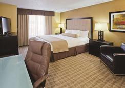 La Quinta Inn & Suites by Wyndham Hot Springs - Hot Springs - Bedroom