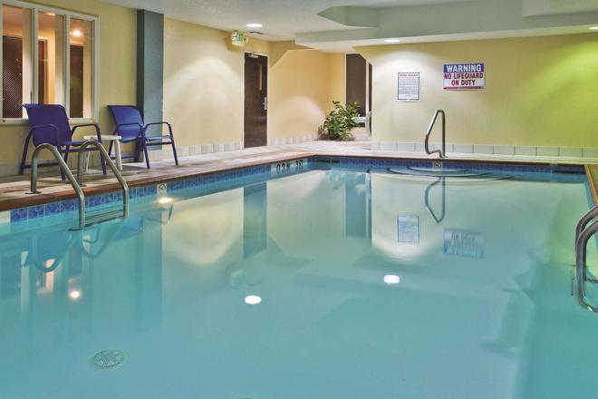 La Quinta Inn & Suites by Wyndham Hot Springs - Hot Springs - Pool