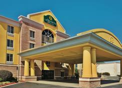 La Quinta Inn & Suites by Wyndham Hot Springs - Hot Springs - Building