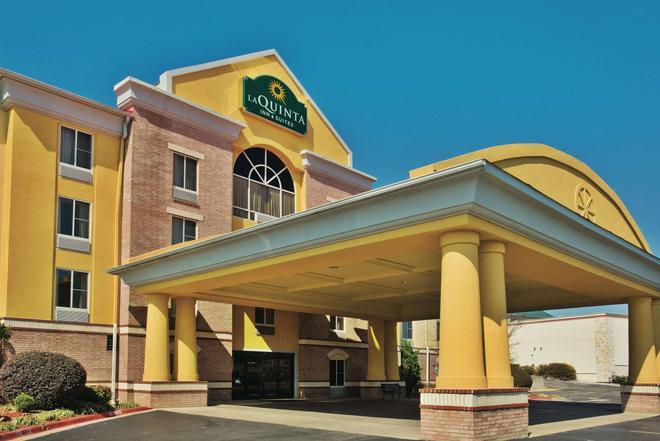 La Quinta Inn & Suites by Wyndham Hot Springs - Hot Springs - Building