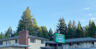 Townhouse Motel - Weed - Outdoors view