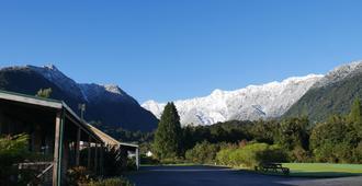 Rainforest Motel - Fox Glacier - Outdoors view