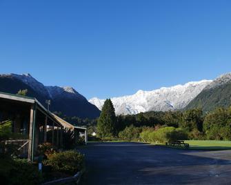 Rainforest Motel - Fox Glacier - Outdoor view
