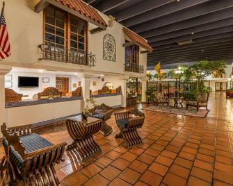 Ramada Hotel & Conference Center by Wyndham Las Cruces - Las Cruces - Salónek