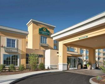 La Quinta Inn & Suites by Wyndham Manchester - Manchester - Building