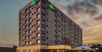 La Quinta Inn & Suites by Wyndham New Haven - New Haven