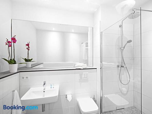 The Red Apartments - Düsseldorf - Bathroom