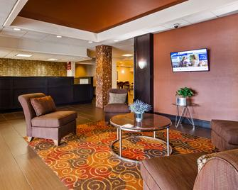 Best Western Executive Hotel of New Haven-West Haven - Вест-Гейвен - Лоббі