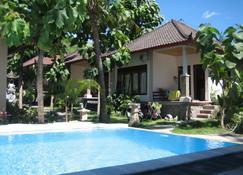 Double One Villas Amed II - Abang - Pool