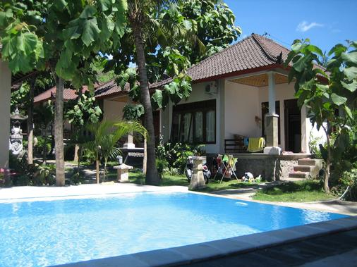 Double One Villas Amed II - Abang - Pool