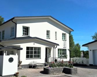 Villa Jokivarsi Bed & Breakfast - Vantaa - Gebäude