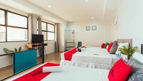 RedDoorz Plus @ Maria Christina Arcade - Cebu City - Schlafzimmer