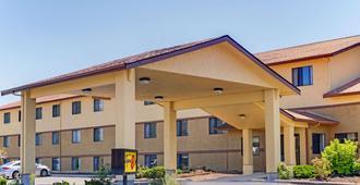 奧勒岡克拉馬斯福爾斯速 8 酒店 - 克拉馬斯瀑布 - 克拉馬斯福爾斯 - 建築